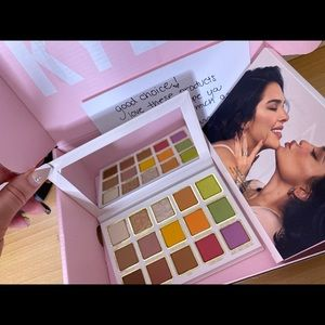 Kendall Eyeshadow Palette by Kylie Cosmetics